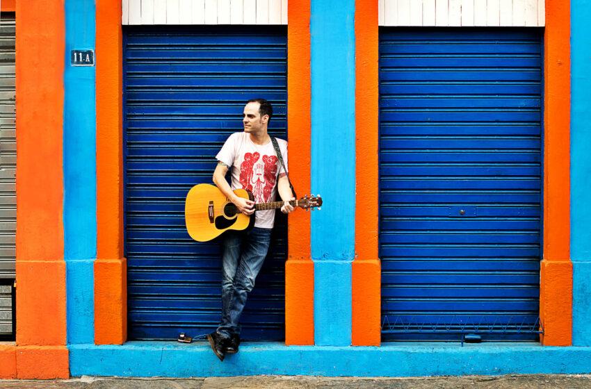Em busca da positividade vocalista do Carbona grava seu primeiro EP solo