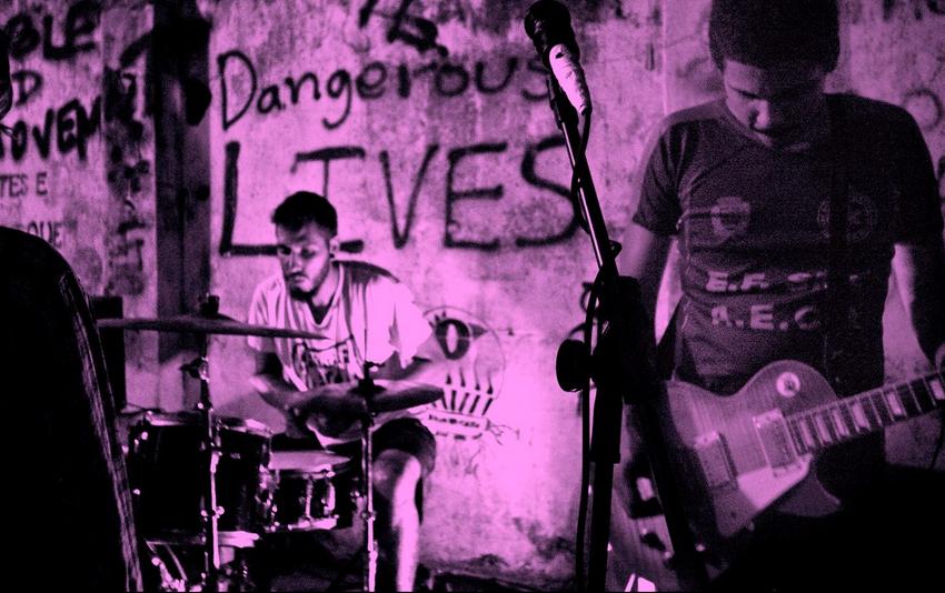 Além dos shots de Corotinho: conheça o power trio Garrafa Vazia