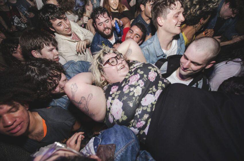 Sheer Mag ressucita o espírito dos anos 70 e coloca todo mundo para dançar