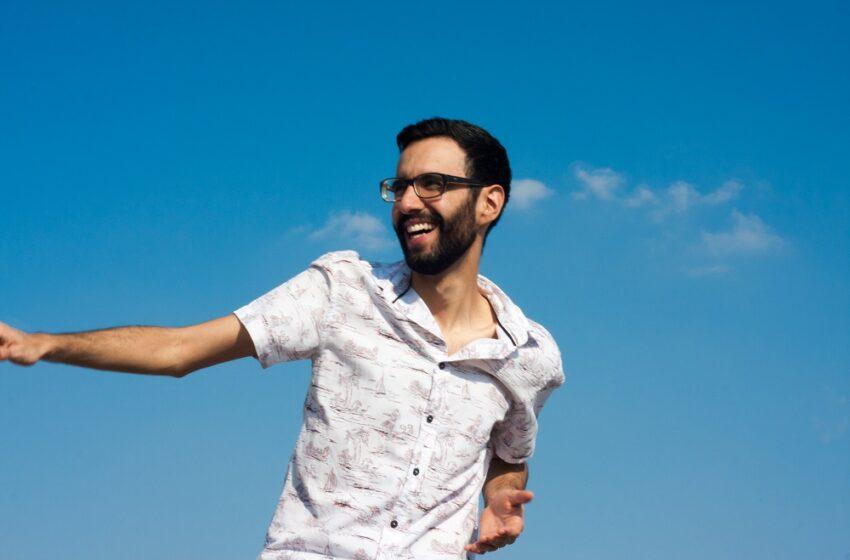Emanando energias positivas: Beto Mejía planta a semente do bem em Wahyoob