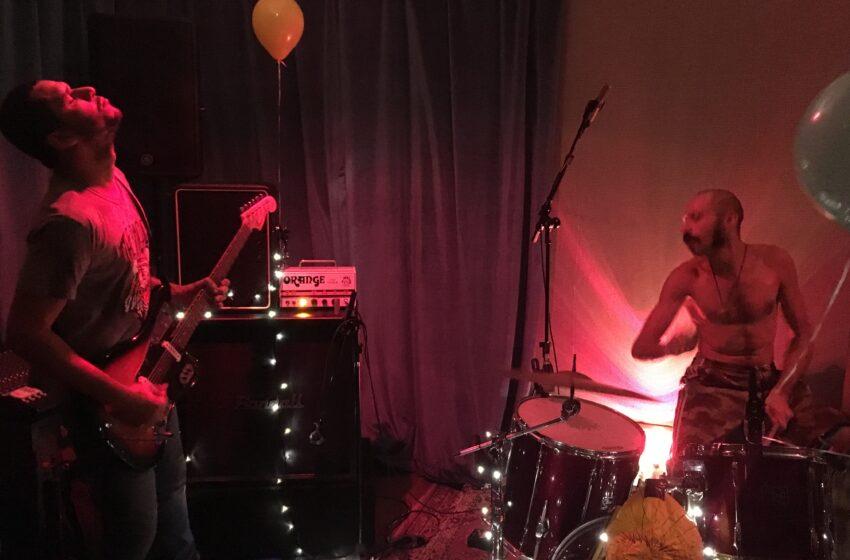 Em noite instrumental Dercy e Macaco Bong fazem shows eletrizantes