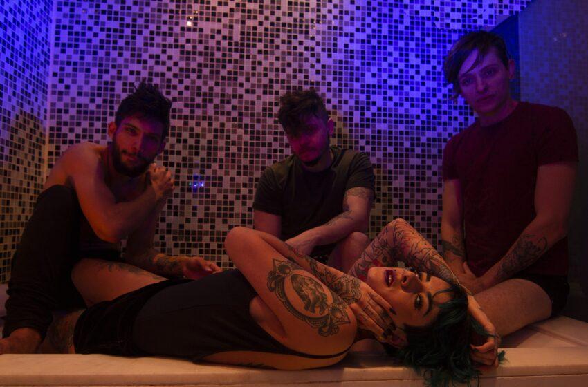 """[Premiere] Para alertar sobre os sintomas da depressão, Elízia lança o videoclipe de """"3 am"""""""