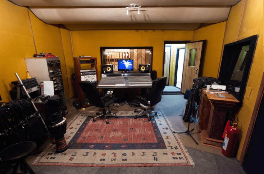 Donos de estúdio, produtores e engenheiros de som comentam os principais erros das bandas na hora de gravar