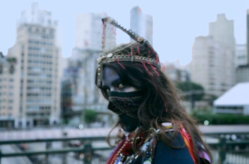 Betina homenageia símbolo da luta pela emancipação feminina em novo clipe