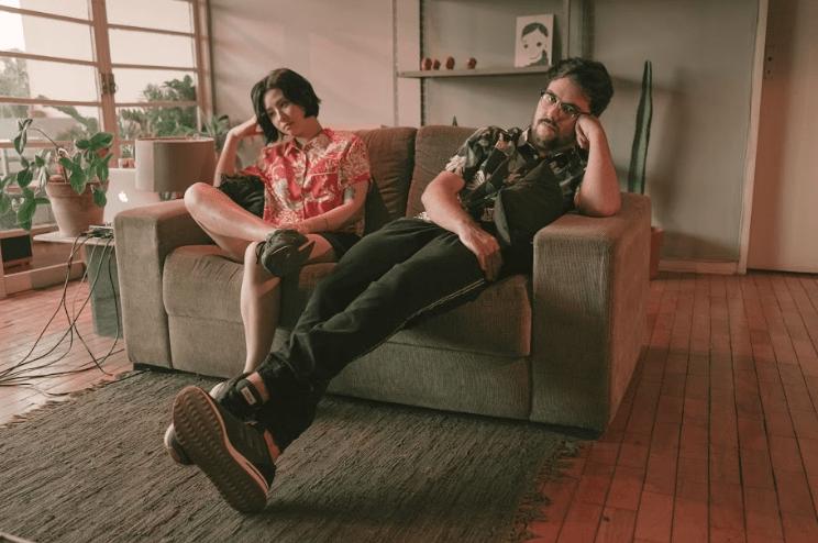 """LOOA funde downtempo, synthwave e a liquidez das relações no single """"I'm Not Here"""""""