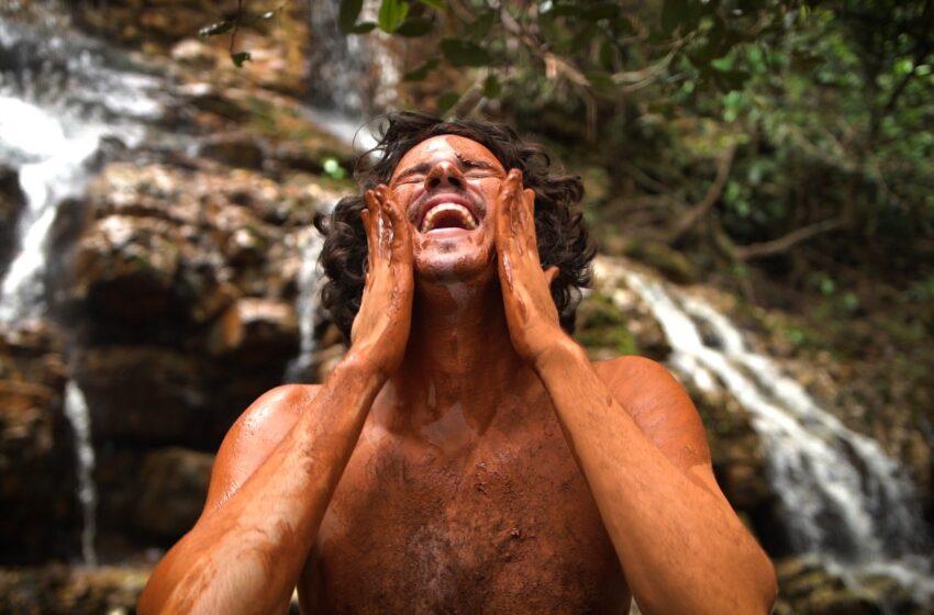 """The Baggios se perde para se encontrar no fantástico clipe para """"Vulcão"""""""