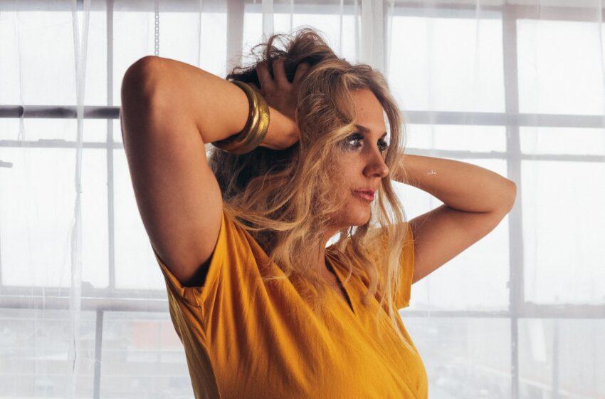 Com forte conexão com a música brasileira, Julie Neff (CAN) retorna ao país