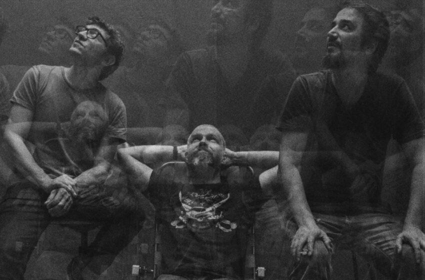 "Atønito expõe som de resistência ao apresentar o single ""Veloce"""