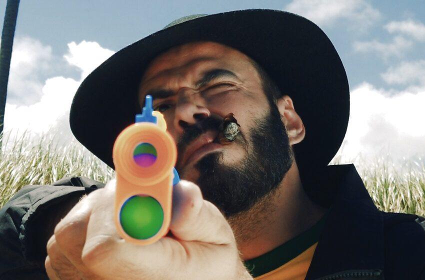 """Com cenário Pós-Bacurau, Feiticeiro Julião critica a intolerância em vídeo para """"Atlântida"""""""