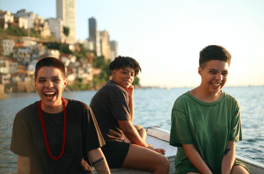 """Obinrin Trio se conecta com as suas raízes em """"Origem"""""""