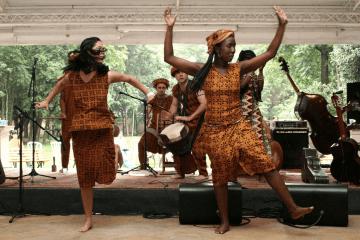 Música Africana - Fanta Konatê e a Troupe Djembedon