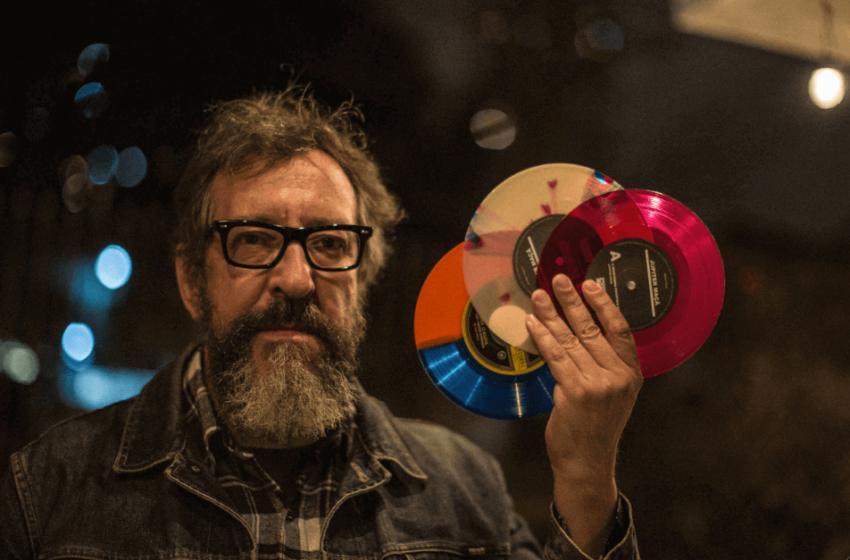"""Thunderbird apresenta em disco solo """"Música feita por amigos músicos antifascistas para divertir"""""""