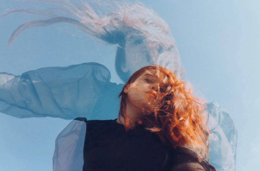 "Ella from the sea mistura Tarot, lo-fi e post-rock em ""The Moon"""