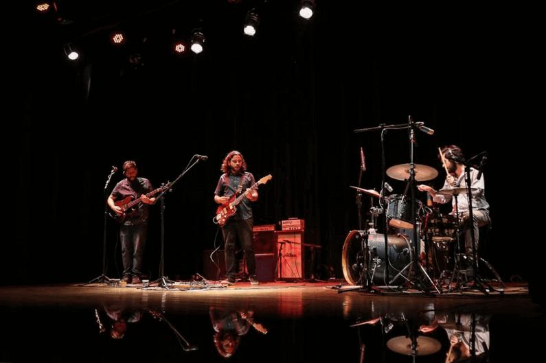 """Diego Xavier Trio lança os singles """"Nocaute"""" e """"Altas Aventuras"""" em live session analógica"""