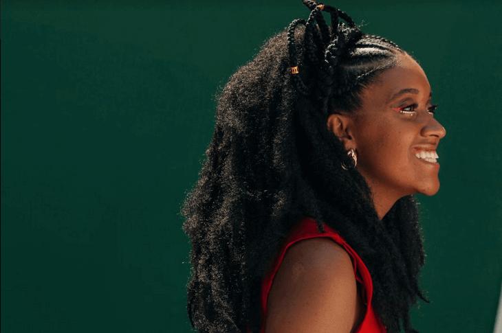 """Dandara Manoela chama as mulheres pretas a ocuparem seus espaços no clipe para """"Pretas Yabás"""""""