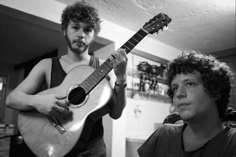 Os músicos cariocas Chico Chico e João Mantuano lançam álbum em parceria