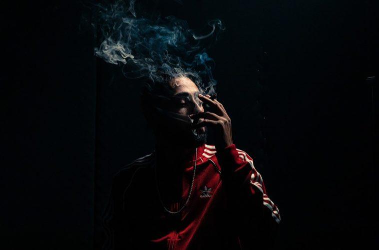 Irac ZS rapper fumando