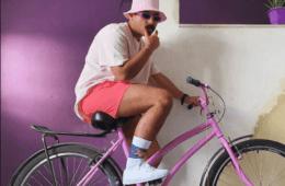 O músico fluminense Felipe Vaz de Bicicleta