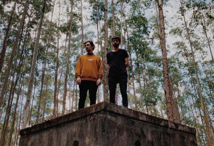 """O ciclo da vida e as transformações em """"Headache"""", novo single do duo KASSEL"""