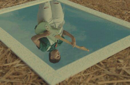 """Frame do Videoclipe para """"Espelho Invisível""""- Foto Por: Lavínia Ribeiro"""