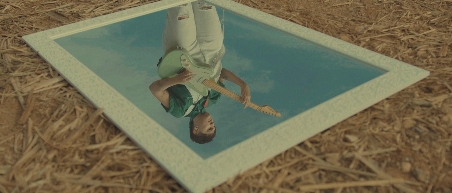 """Frame da banda Eugênio Videoclipe """"Espelho Invisível"""""""
